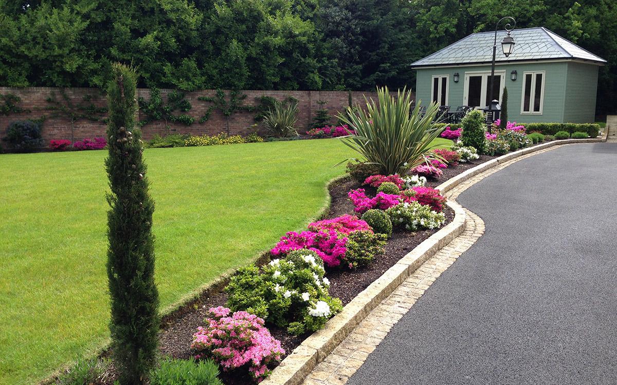 Traditional garden holywood red brick johnny knox garden for Garden design northern ireland
